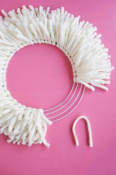 DIY Yarn Wreath - A Beautiful Mess diy crafts for the home do it yourself easy country decoration paint organization projects Diy Yarn Wreath, Crochet Wreath, Fabric Wreath, Wire Wreath, Wreath Crafts, Yarn Crafts, Fabric Crafts, Diy Crafts With Ribbon, Wreath Ideas