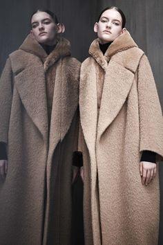 Guarda la sfilata di moda Max Mara Atelier a Milano e scopri la collezione  di abiti 2d933f797d6