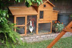 Small chicken coop @sunnysimplelife.com #chickens #coop