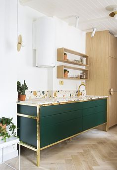 Terrazzo Is Trending: These Five Rooms Show Exactly Why. Bright minimalist kitchen with statement Art Deco cupboard featuring a marmoreal terrazzo surface Green Kitchen Cabinets, Kitchen Colors, Kitchen Countertops, New Kitchen, Kitchen Ideas, Kitchen Unit, Dark Green Kitchen, Art Deco Kitchen, Copper Kitchen