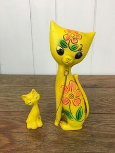 Vintage Chained Yellow Mother Cat & Kitten Flower Power Groovy Kitsch