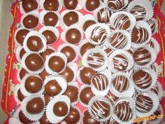 muze se pridat i rum a nebo mandle misto kokosu. Christmas Goodies, Christmas Candy, Christmas Baking, Slovak Recipes, Czech Recipes, Mini Cupcakes, Gingerbread Cookies, Rum, Deserts