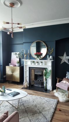 Dark blue walls....... What's not to love!