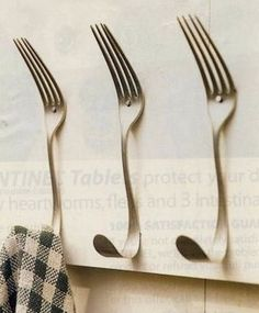 Fork hooks: Bending the grip results in hooks which can be used individually or grouped together #diy #crafts