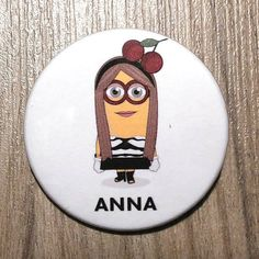 Chapa Anna Dello Russo en forma de Minion. por SuplementoDeModa