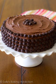 Triplo Layer Cake Chocolate. O fudgiest bolo de Chocolate Caseiro de sempre! sallysbakingaddiction.com