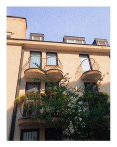 "ELLEN K/REATIVE sanoo Instagramissa: ""Another nice building facade in Bratislava🌿 #bratislava #buildingfacade #balcony #photography #goldenhour"" Building Facade, Bratislava, Golden Hour, Balcony, Cabin, Mansions, Nice, House Styles, Photography"