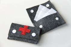 Pillen- & Notfalltaschen - Pflastertasche, Notfalltäschchen, Erste Hilfe - ein Designerstück von Naeki bei DaWanda