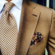 "「 from wearing a Viola Milano ""Orange Floral"" silk/linen tie & ""Sand Pattern"" pocket square. Suit by Find…」 Gentleman Mode, Gentleman Style, Men's Pocket Squares, Tie And Pocket Square, Sharp Dressed Man, Well Dressed Men, Pliage Pochette Costume, Terno Slim, Traje Casual"