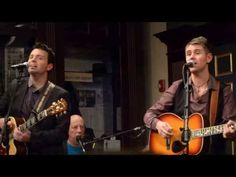 ▶ Ryan Kelly and Neil Byrne - Wagon Wheel these guys never fail to make me smile!