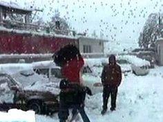 شدید برفباری سیاح پھنس گئے ہیلی کاپٹر کے ذریعے ریسکیو اپریشن