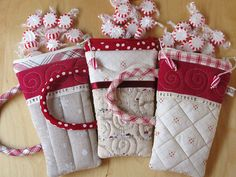 Laurraine from Patchwork Pottery has the best and cutest little pouches. These are the longer mugs but she has little teacup sized ones too. Just fantastic Christmas Sewing, Noel Christmas, Christmas Crafts, Christmas Aprons, Christmas Ideas, Quilting Projects, Sewing Projects, Fabric Crafts, Sewing Crafts