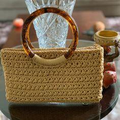 Crochet Clutch, Crochet Handbags, Crochet Purses, Small Blankets, Crochet Round, Crochet For Beginners, Learn To Crochet, Crochet Projects, Purses And Bags