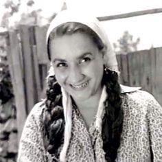 Adile Naşit 17 yaşında (1947)