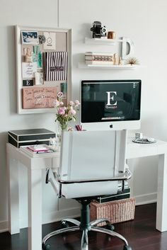 Less is more when it comes to home office decor. Dream Home Office Decor: compact and minimalistic idea. Mesa Home Office, Home Office Space, Desk Space, Home Office Desks, Office Decor, Small Office, Office Ideas, Office Nook, Office Inspo