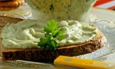 Chive And Onion Cream Cheese Recipe - Genius Kitchen Chive And Onion Cream Cheese Recipe, Home Made Cream Cheese, Make Cream Cheese, Cream Cheese Spreads, Cream Cheese Recipes, Olives, Yummy Snacks, Yummy Food, My Favorite Food
