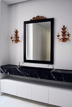 Masculino Singular | RÄL167 - Interiorismo, decoración, reforma y diseño de interiores Oversized Mirror, Bathrooms, Furniture, Home Decor, Men's, Righteousness, Interior Design, Flats