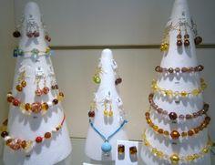 Le soleil arrive, les bijoux couleurs s'affichent. #Colliers, #bracelets, boucles d'oreilles pierres de couleur. #Bijoux.