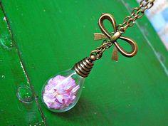 ELIXIR puderfarbene echte Blüten Kette blass lila von Kleines Karma - Natur & Trend Schmuck, Ketten & Colliers, Uhren, Accessoires und Geschenke aus Berlin auf DaWanda.com