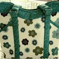 You have to see Sew-In Frame Change Purse by sweetbeebuzzings@gmail.com!