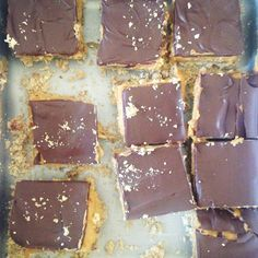 HEALTHY VEGAN NANAIMO BARS: GF, PROTEIN PACKED, HIGH RAW, SURPRISINGLY DELICIOUS! Dairy Free Chocolate, Raw Chocolate, Nanaimo Bars, Protein Pack, Eating Raw, Healthy Desserts, Cookie Dough, Sweet Recipes, Food Processor Recipes