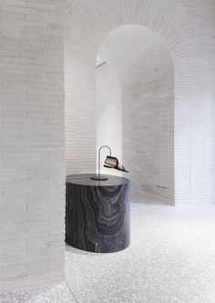 World Architecture Community News - David Chipperfield Architects adds new materials and techniques to Valentino Roman Flagship store Commercial Design, Commercial Interiors, Inspiration Design, Interior Inspiration, Retail Interior, Interior And Exterior, Interior Walls, Terrazzo, Living Style