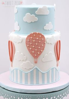 Love this hot air balloon cake for a birthday or baby shower Torta Baby Shower, Baby Shower Pasta, Baby Boy Shower, Simple Baby Shower Cakes, Beautiful Cakes, Amazing Cakes, Decors Pate A Sucre, Hot Air Balloon Cake, Baby Balloon