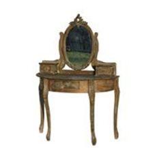 Sminkbord i brunt.   Spegel med urskurna blommor, 3 lådor för förvaring.  99x52x147 cm. 5 000:-