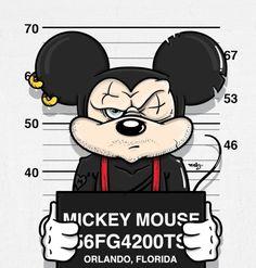 """Jose Duran, un graphic designer di Miami, ha creato una collezione che ha chiamato """"Bad Guys"""" e che contiene un bel po' di personaggi classici del mondo Disney alle prese con la mugshot, la classica foto segnaletica prima di entrare in gabbia. Il graphic designer li ha immaginati brutti, sporchi e cattivi: hanno sguardi tesi e nervosi, sono ricoperti di piercing e tatuaggi."""