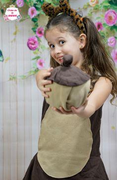 Fantasia de esquilo com bolota. Fantasia para criança.