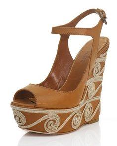 Sandalo cinturino alla caviglia su zeppa cm.14 ricoperta pelle con ricamo a corda. Suola in cuoio. Made in Italy