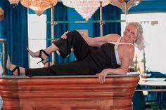 Seconde main de luxe on en parle ? - MireilleOver60 La Vitrine à Nice est un dépôt-vente pas comme les autres. Uniquement des accessoires, principalement des chaussures, très haut de gamme. Remises en état par des professionnels avant d'être proposées à la vente. Concept innovant et unique. On  adhère totalement Ouverture 20 septembre 2020 au 7 rue de Russie Nice, et en ligne. #chaussures #luxe #secondemain #recyclage #antigaspi #stopwaste #upcycling Mode Cool, Moment, Comme, Cool Stuff, Unique, Blog, Glass Display Case, Ladies Shoes, Athlete