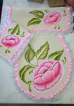Fabric Painting On Clothes, Knit Cowl, Handicraft, Rose, Home Decor, Craftsman Bathroom, Bathroom Crafts, Diy Crafts, Painting Carpet
