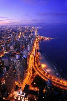 Beautiful pictures of Chicago, the windy city. Beautiful pictures of Chicago, the windy city. Places Around The World, Oh The Places You'll Go, Places To Travel, Places To Visit, Around The Worlds, Lago Michigan, Chicago City, Chicago Illinois, Chicago Usa