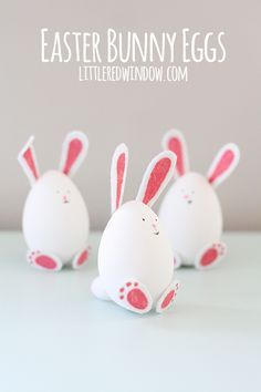 Make Easter the best day ever for you and your kids with these Adorable DIY Easter Egg Designs! They're a fun craft and make for sweet Easter decorations. Easter Crafts To Make, Bunny Crafts, Easter Art, Easter Projects, Easter Crafts For Kids, Easter Decor, Easter Ideas, Easter Bunny Eggs, Bunnies