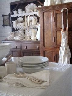 Cabins And Cottages: farm kitchen Country Farmhouse, Country Decor, Country Kitchens, French Country, Country Life, Country Chic, Pub Decor, Cottage Kitchens, Farmhouse Kitchens