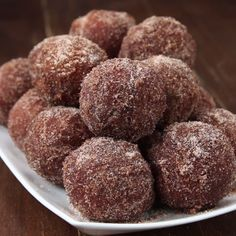 Pumpkin Spice Donut Holes Full recipe below send it to a friend whod love this! By: Mercedes Sandoval and Tasty . Pumpkin Recipes, Fall Recipes, Sweet Recipes, Pumpkin Spice Donut Recipe, Donut Recipes, Baking Recipes, Dessert Recipes, Delicious Desserts, Yummy Food