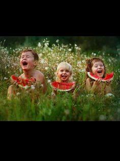 """""""...  Bu çoşkuya dayanabilmek için çocuk olmak gerekti... """" Gülümse... Günaydın ey twitter ! :)"""
