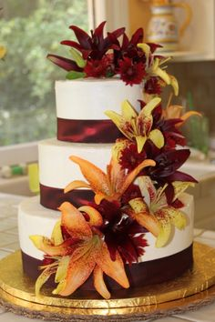 Gorgeous Fall Wedding Cake with Fresh Flowers