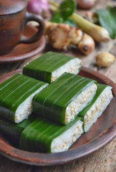 Special Dessert Lemper Ayam Uenak Tenan Cuks with Ketan Brazilian Indonesian Desserts, Indonesian Cuisine, Asian Desserts, Asian Recipes, Savory Snacks, Snack Recipes, Cooking Recipes, Diah Didi Kitchen, Malay Food