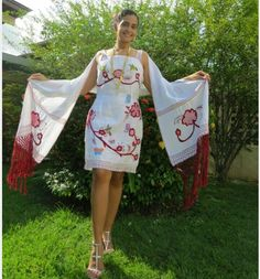 Calado embroidery on white dress