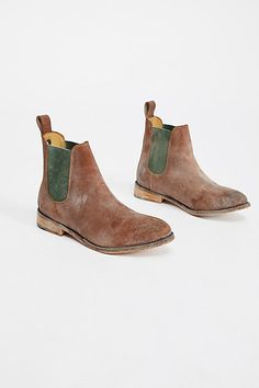 Slide View 2: Mountain Peak Chelsea Boot