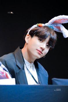 Jimin, Maknae Of Bts, Foto Jungkook, Jungkook Cute, Jung Hoseok, Bts Pictures, Photos, Bts Spring Day, Jeongguk Jeon
