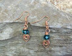 Un #gioiello è per #sempre e su Giancl Manufatti ne avete una vasta scelta; come questi orecchini in rame e mezzo cristallo color verde.  Scopriteli qui: http://www.gianclmanufatti.com/#!gioielli-preziosi-1/c17zl