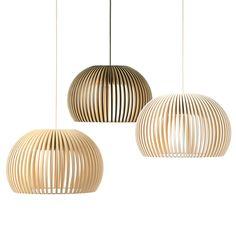 """POS 4 Secto Design -valaisimet ovat linjoiltaan skandinaavisen selkeitä, mutta puu tuo valoon tunnelman ja vetovoiman, joka puhuttelee ihmisiä kaikkialla maailmassa. Suunnittelija, arkkitehti Seppo Koho kertoo suunnittelustaan näin: """"Esineen suunnittelussa minulle tärkein kriteeri on muoto."""