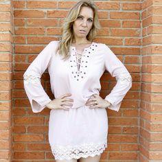 Mais detalhes do vestido look completo.   Acesse agora :  www.santollo.com.br   Enviamos para todo Brasil  Visite-nos :  Santóllo Modas  Rua Juca Marinho 15  Bairro São Sebastião  Uberaba-MG   Telefones  Comercial (34) 33166586  WhatsApp (34) 988112985