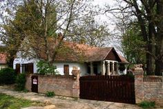 Cottage Homes, Traditional House, Countryside, Architecture, House Styles, Home Decor, Houses, Clothing, Arquitetura