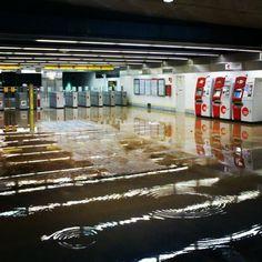 Estación @MetroValencia de Ayora (foto del 28/02/2013, aunque ayer por la tarde estaba igual).  #NoSePuedeVlc  Actualización: @cod_404nos informa que ya se le ha encontrado el uso que se merece…