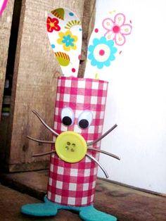 como fazer coelhinho rolinho papel pascoa reciclagem (9)