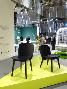 EPIC chairs for Z-editions at the 25e Biennale Interieur Kortrijk. Black beauty's in Belgium. - Zwarte houten stoelen.
